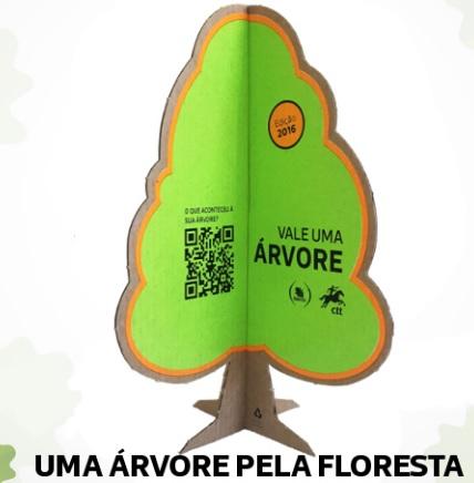 uma arvore pela floresta